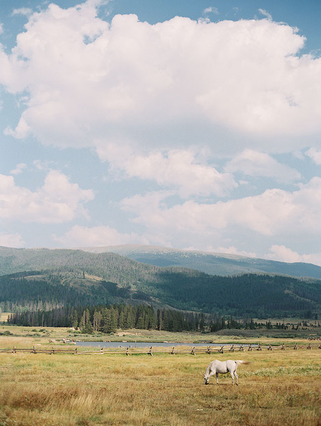 lane_dittoe_devils_thumb_ranch_wedding_brides_detail_scenic_12.jpg