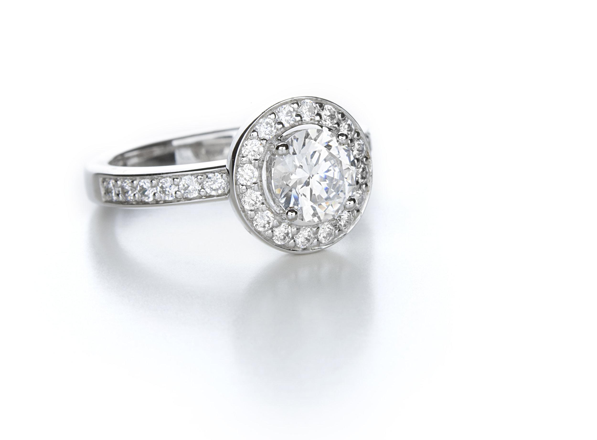 Round Diamond Halo Engagment Ring