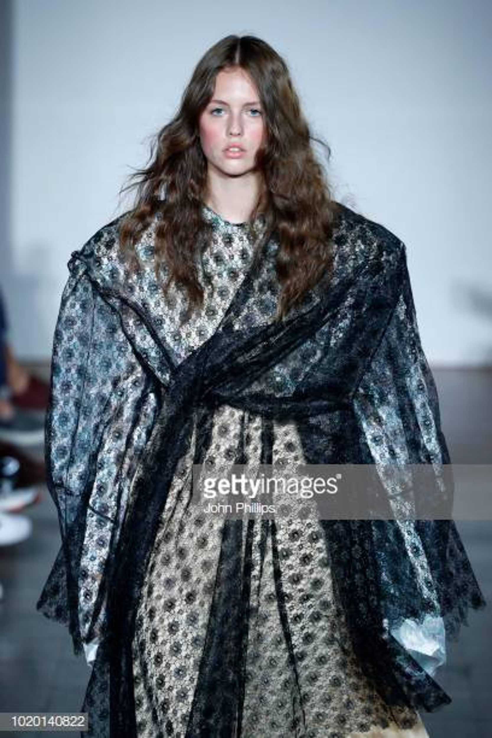 https://www.gettyimages.no/event/bik-bok-runway-award-oslo-runway-ss19-775204531#/designers-ida-falck-oien-and-harald-lunde-helgesen-acknowledge-the-picture-id1020089514