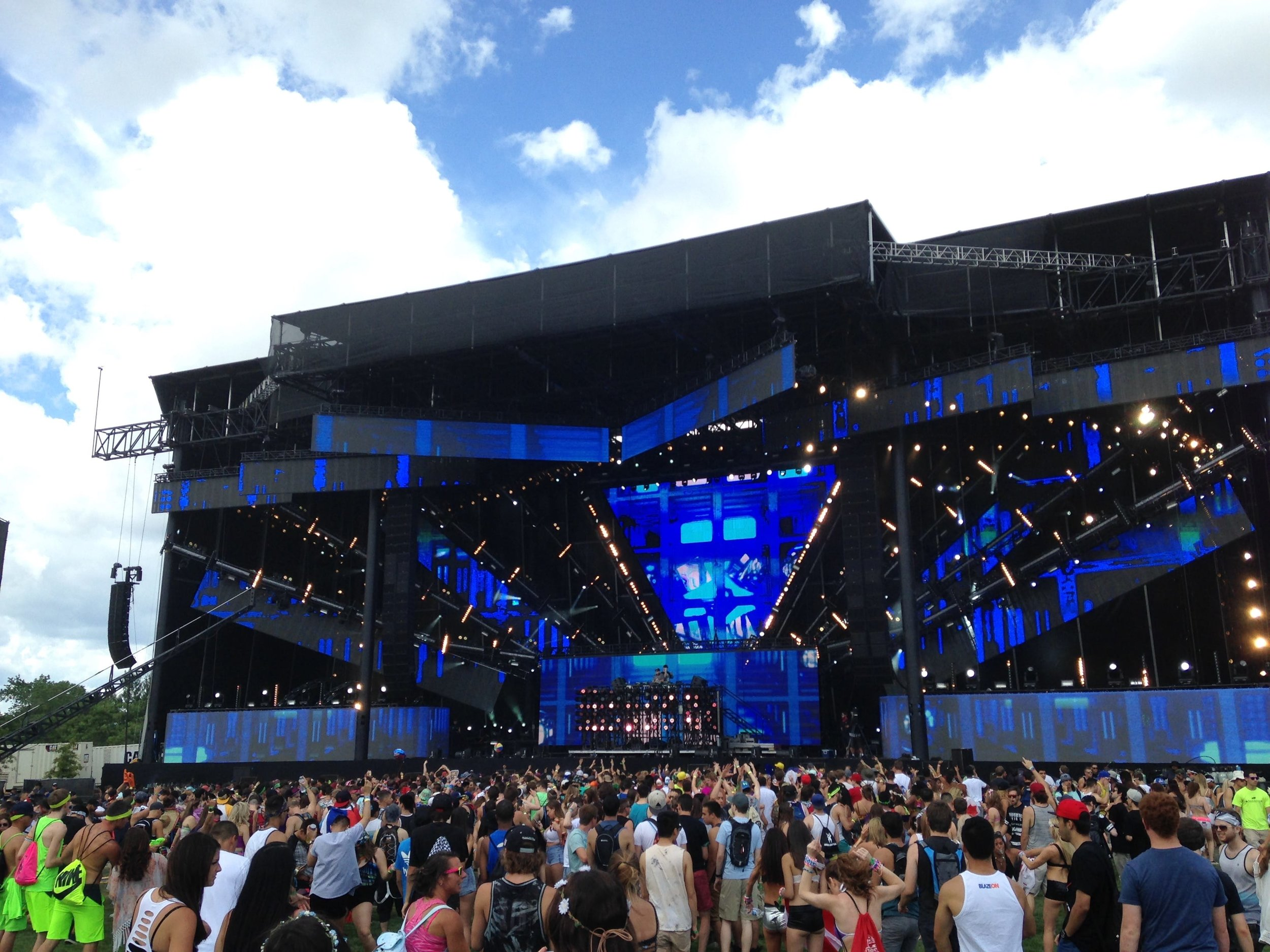 3 phase global outdoor concert lighting