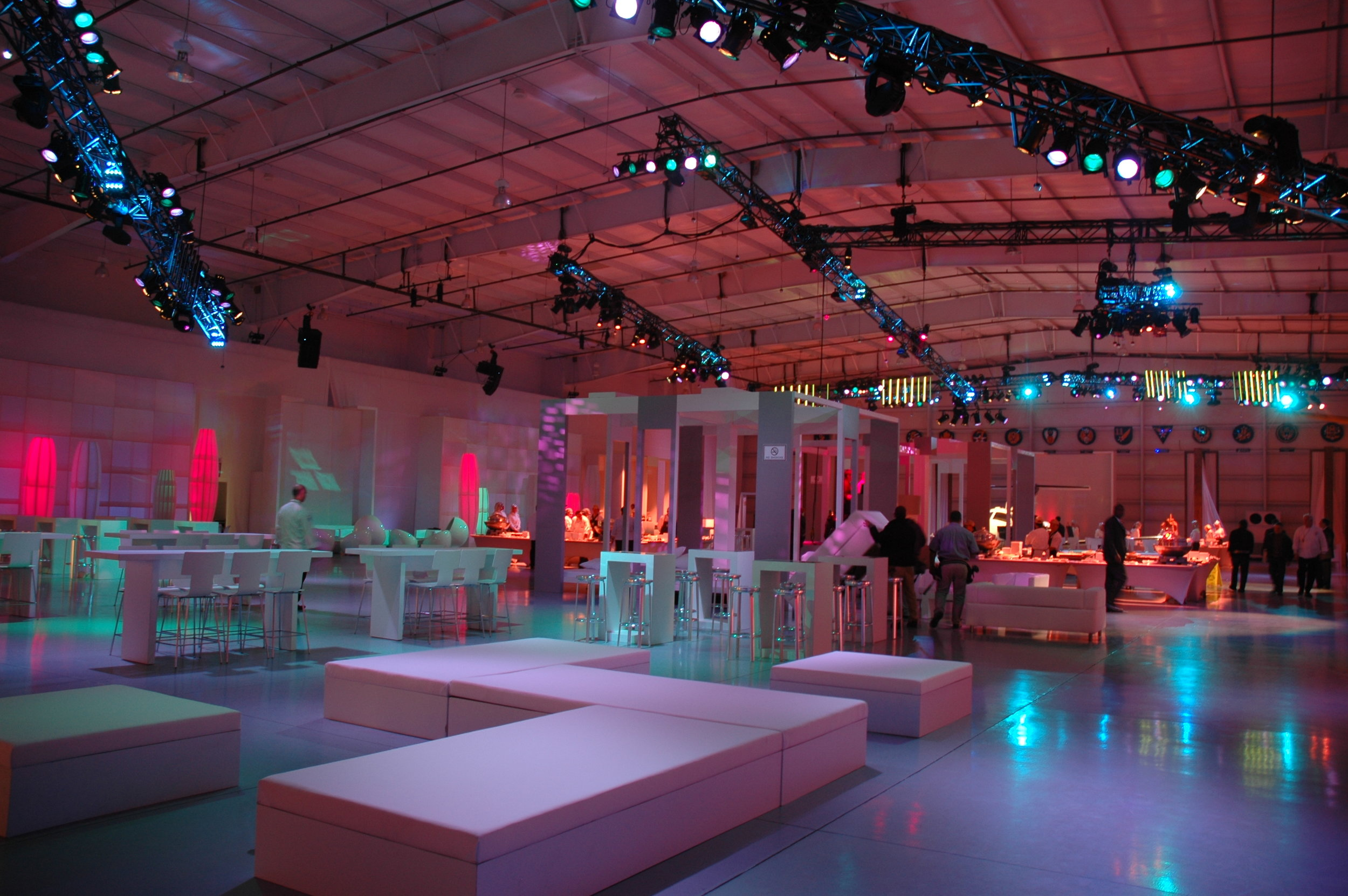 3 phase global interior event lighting