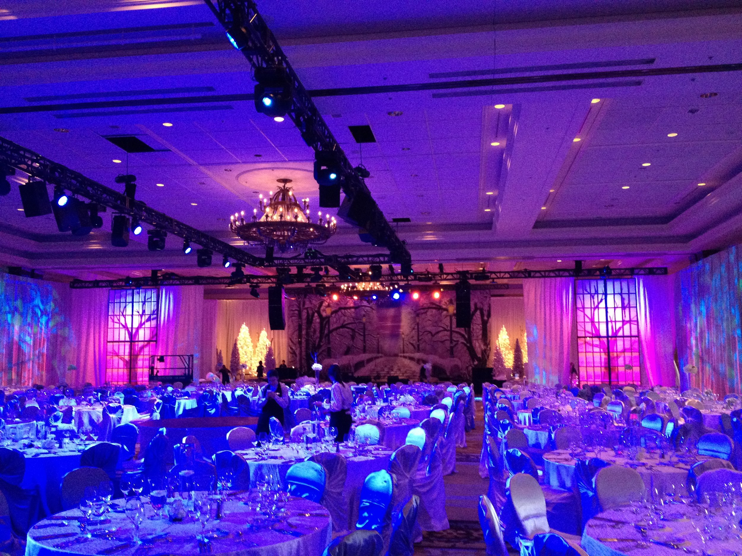 3 phase global indoor event lighting