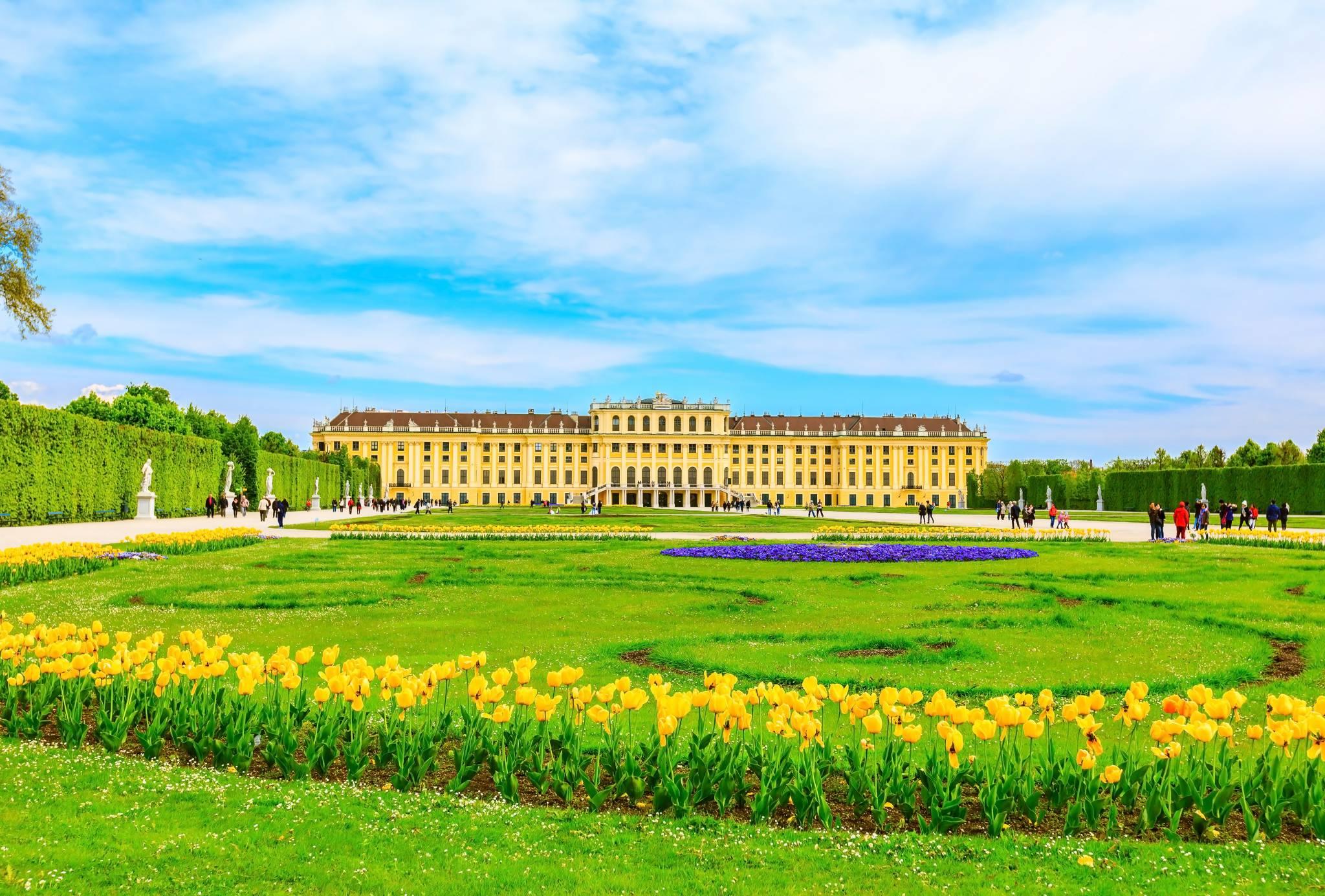 Impressive Schönbrunn Palace in Vienna