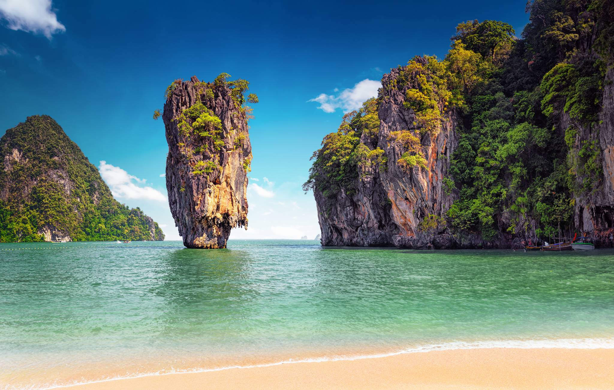 Travel to Phuket, Thailand with eTips travel guide for iPhone, iPad & AppleWatch