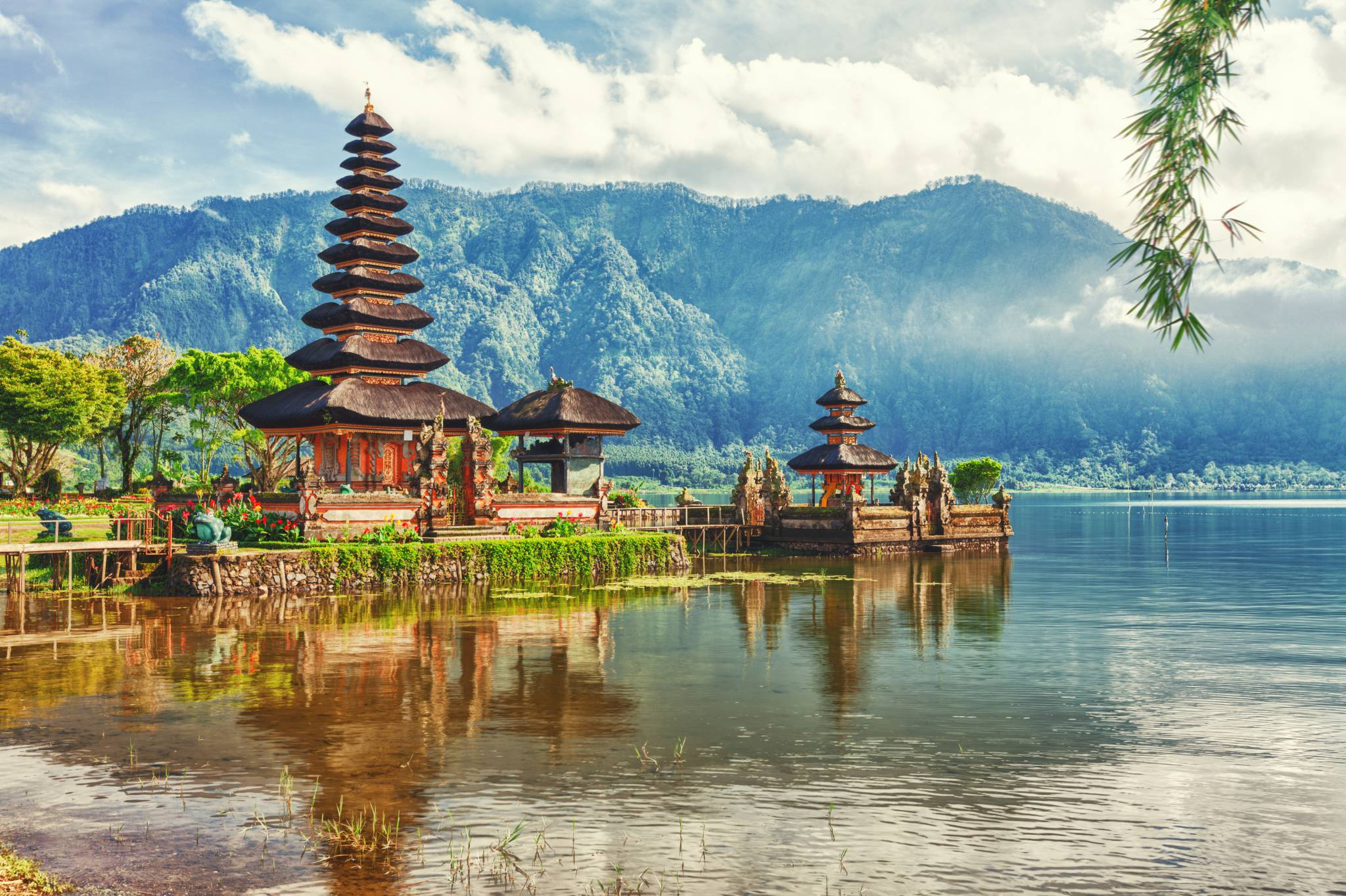 Bali travel guide for iPhone, iPad and AppleWatch