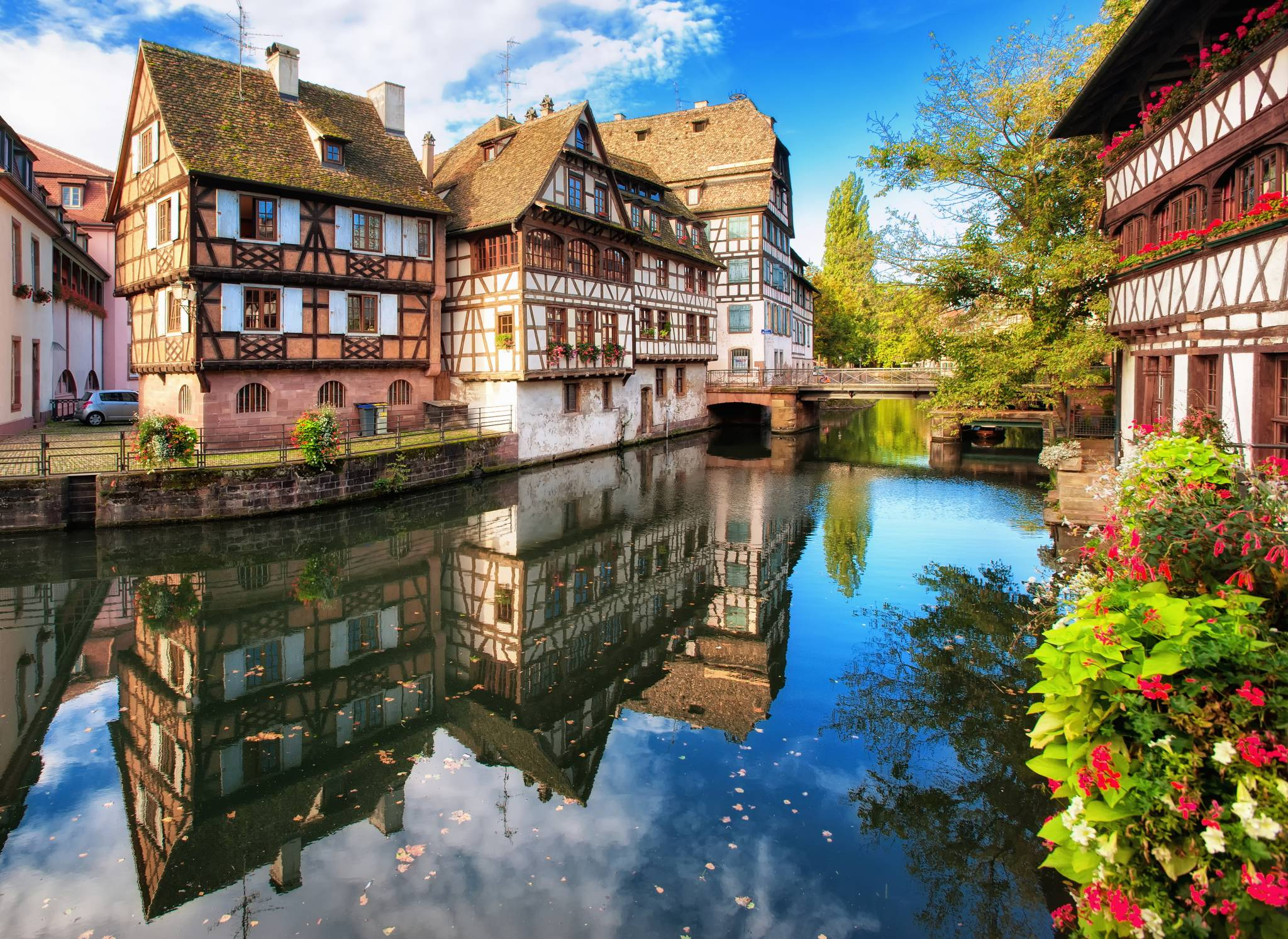 Travel to Strasbourg with eTips Travel Guide for iPhone, iPad & AppleWatch