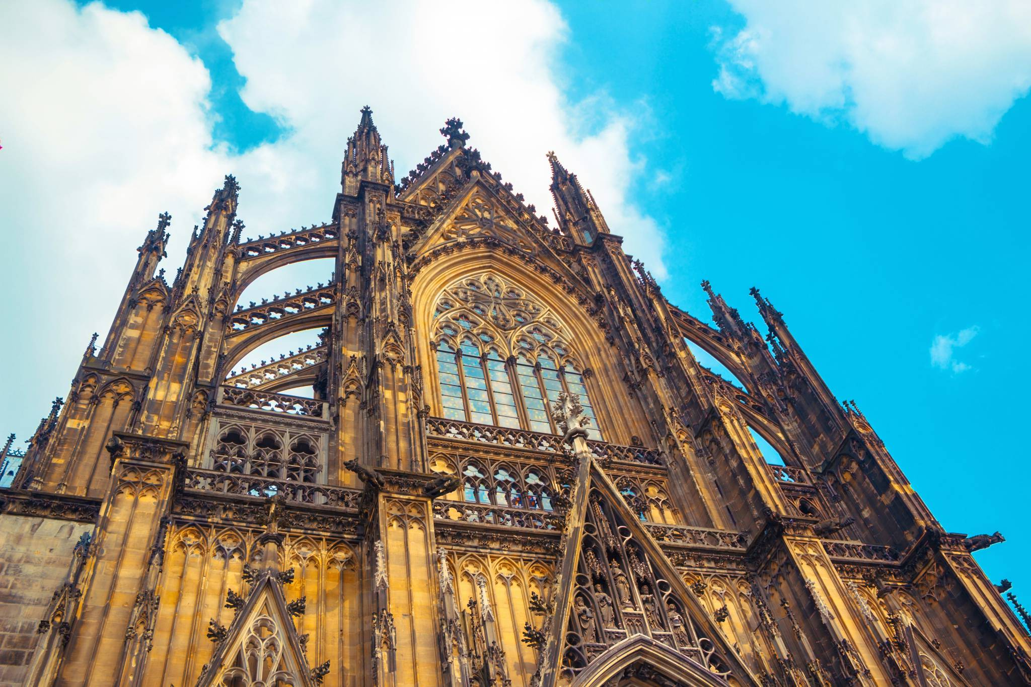 Amazing Cologne Cathedral in your iPhone, iPad and AppleWatch
