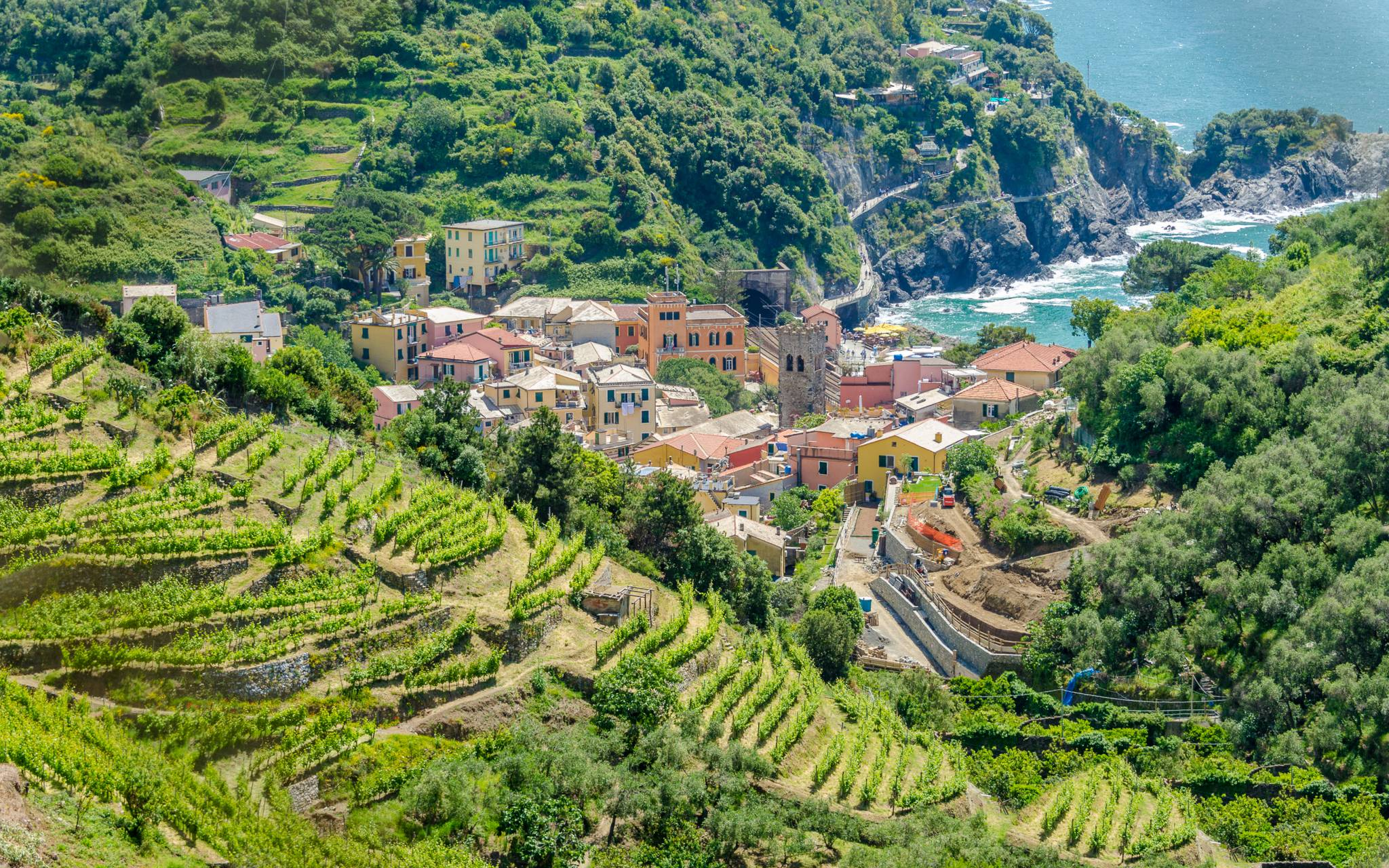 Travel to Cinque Terre with eTips Travel Guides