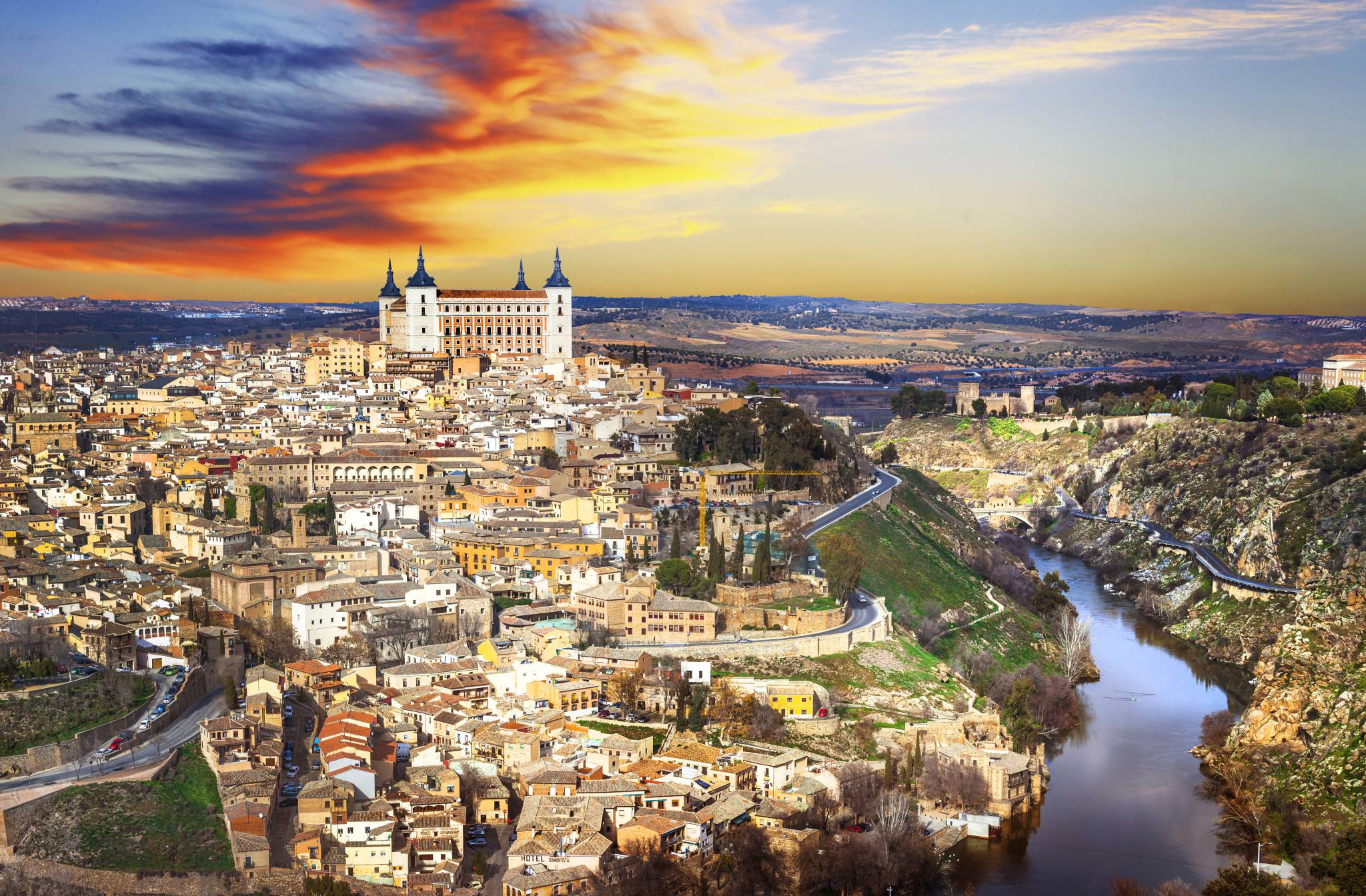 Travel to Toledo with eTips Guide for iPhone, iPad and Applewatch