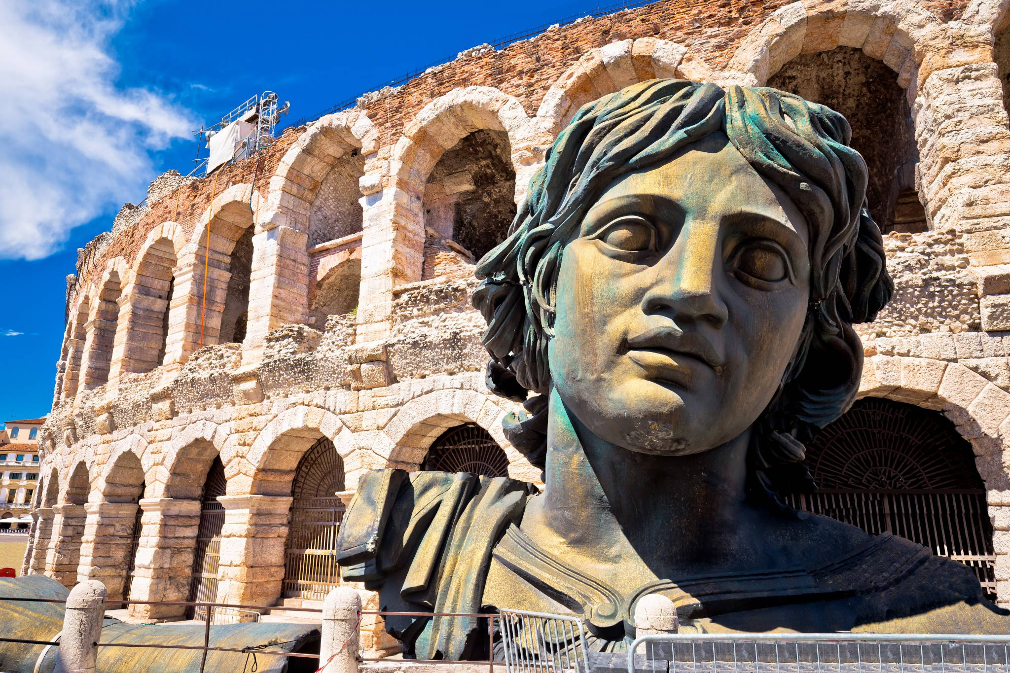 Awesome Verona Arena. Visit Verona with your iPhone, iPad and iPod!