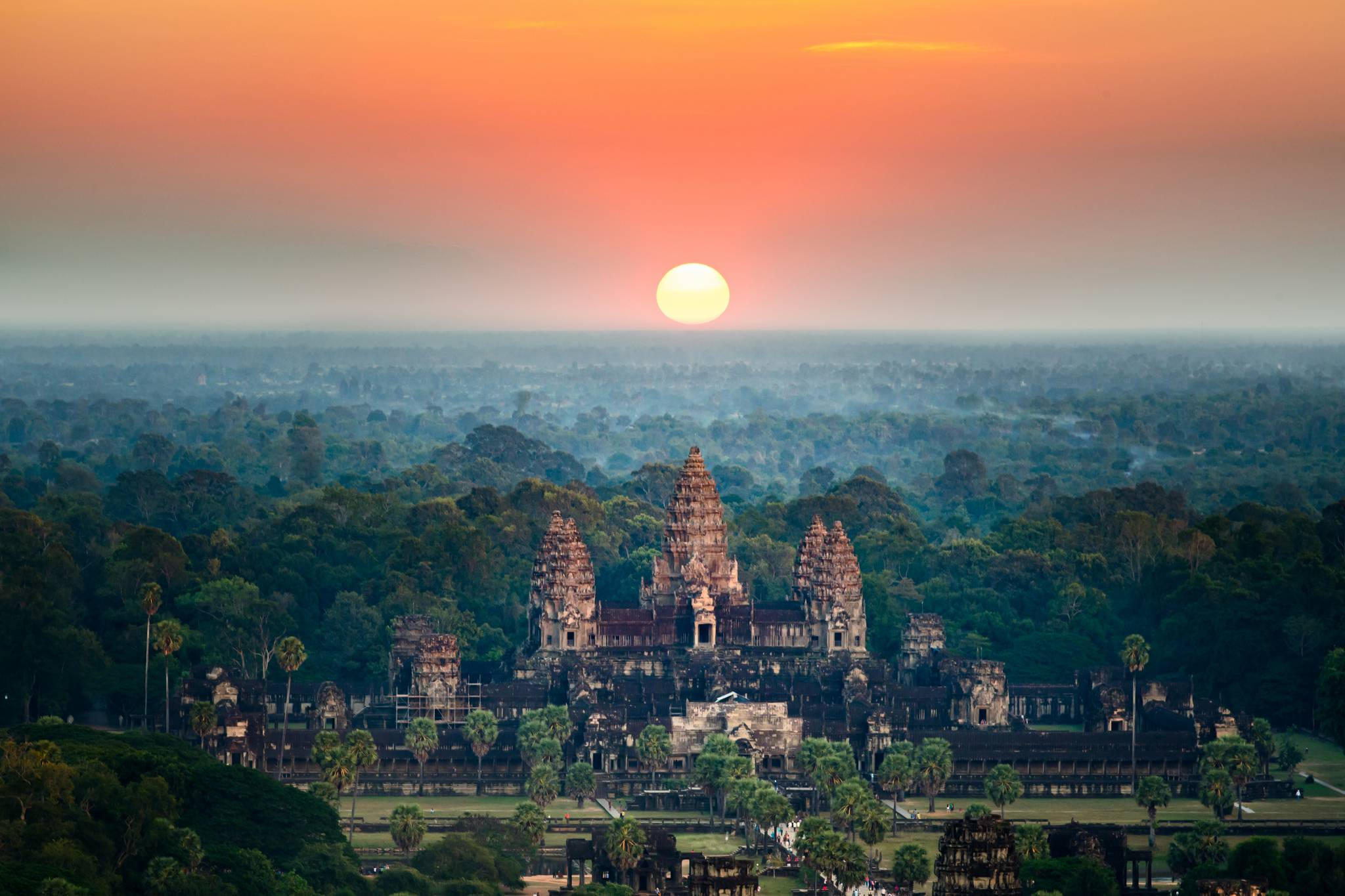 Travel to Angkor Wat with eTips Travel Guide and offline map for iPhone, iPad and iPod