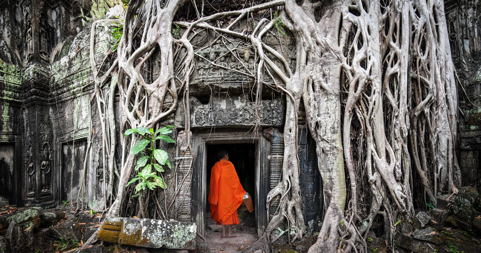 Visit Angkor with our Travel Guide