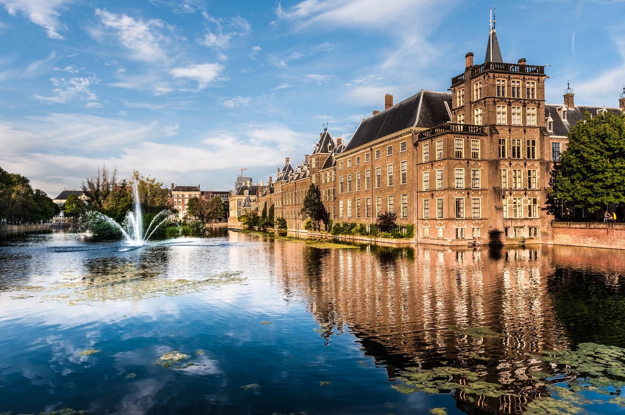 Travel to The Hague with eTips Travel Guide for iPhone and iPad