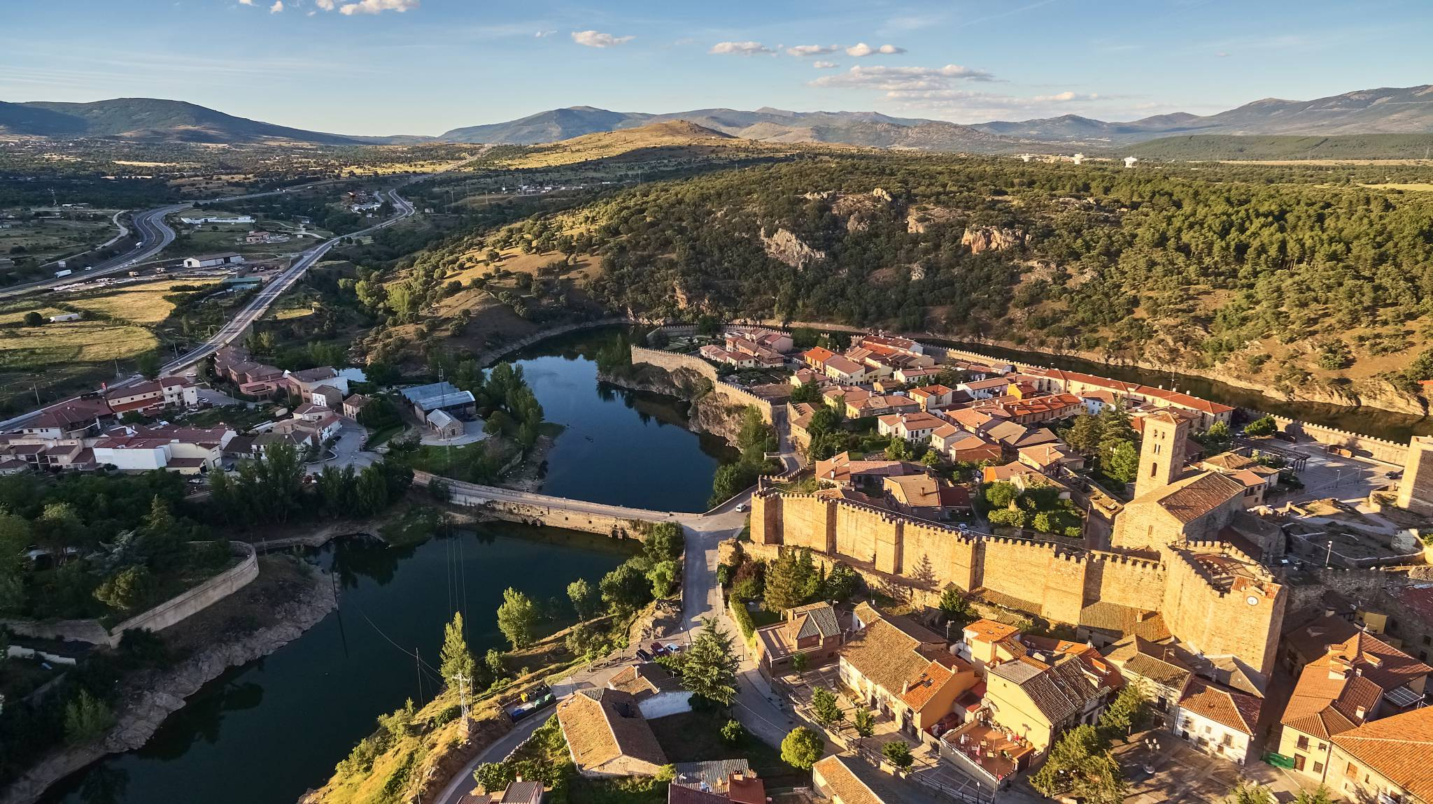 Spain Travel Guide for iPhone, iPad and AppleWatch
