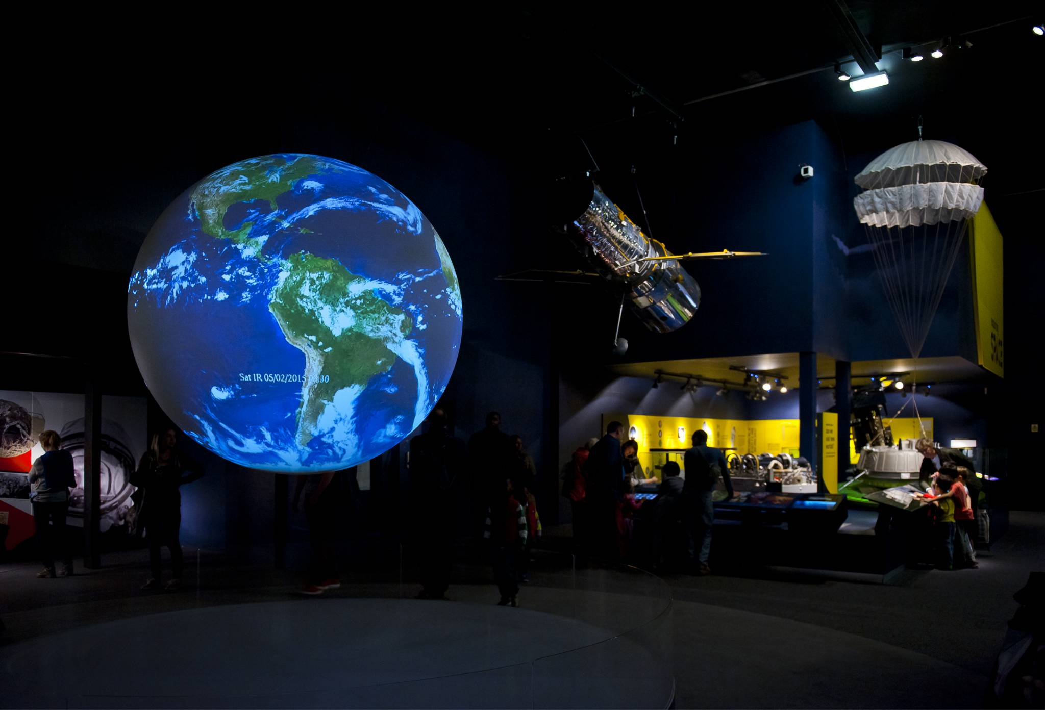 Travel with Tours & Travel to the Natural History Museum of London
