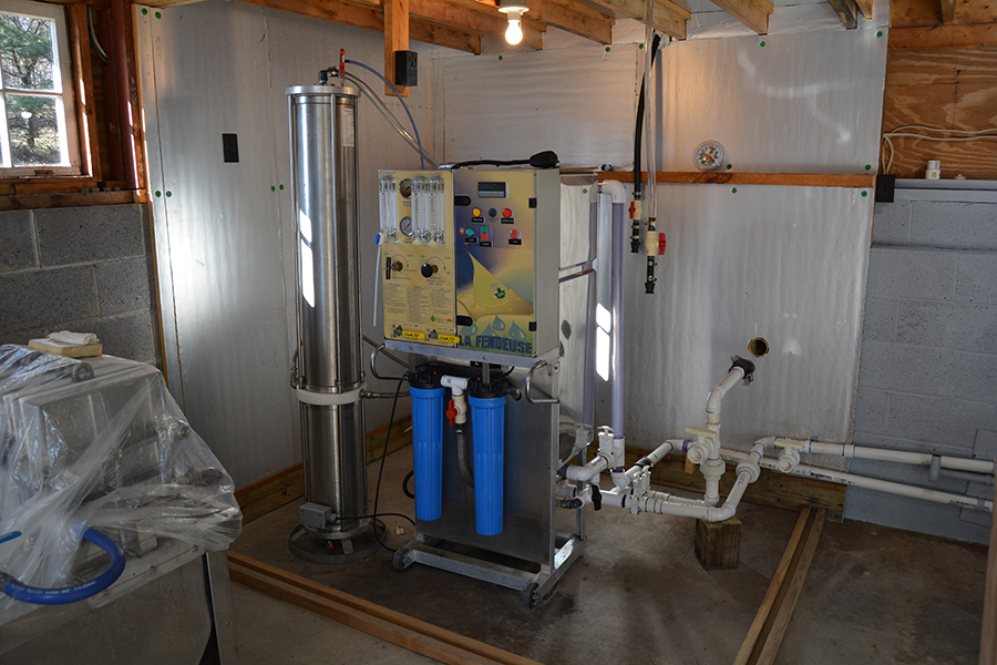 Reverse osmosis filtration system removes excess water from the tree sap