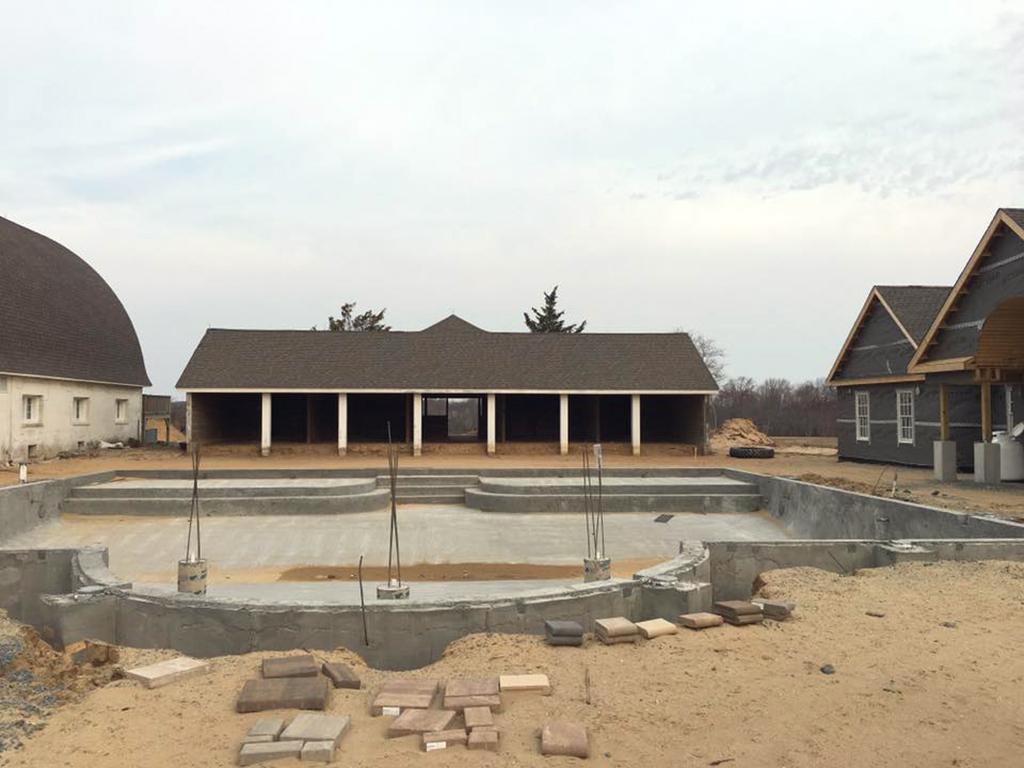 Showfield_poolside-cabana-renovation-pool-1.jpg