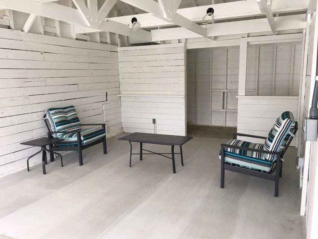 Showfield_poolside-cabana-chairs.jpg