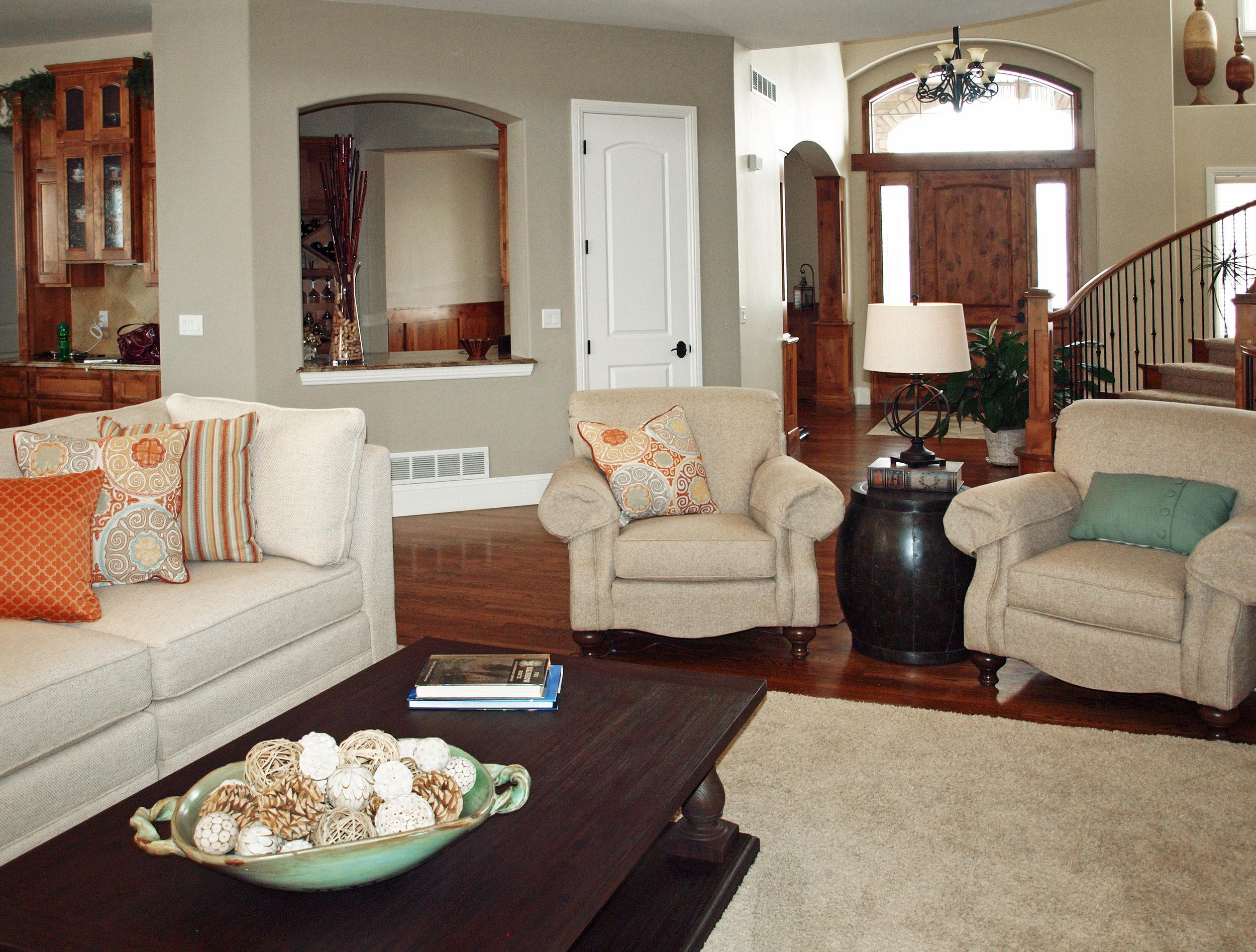 classic-neutral-living-big-room-open