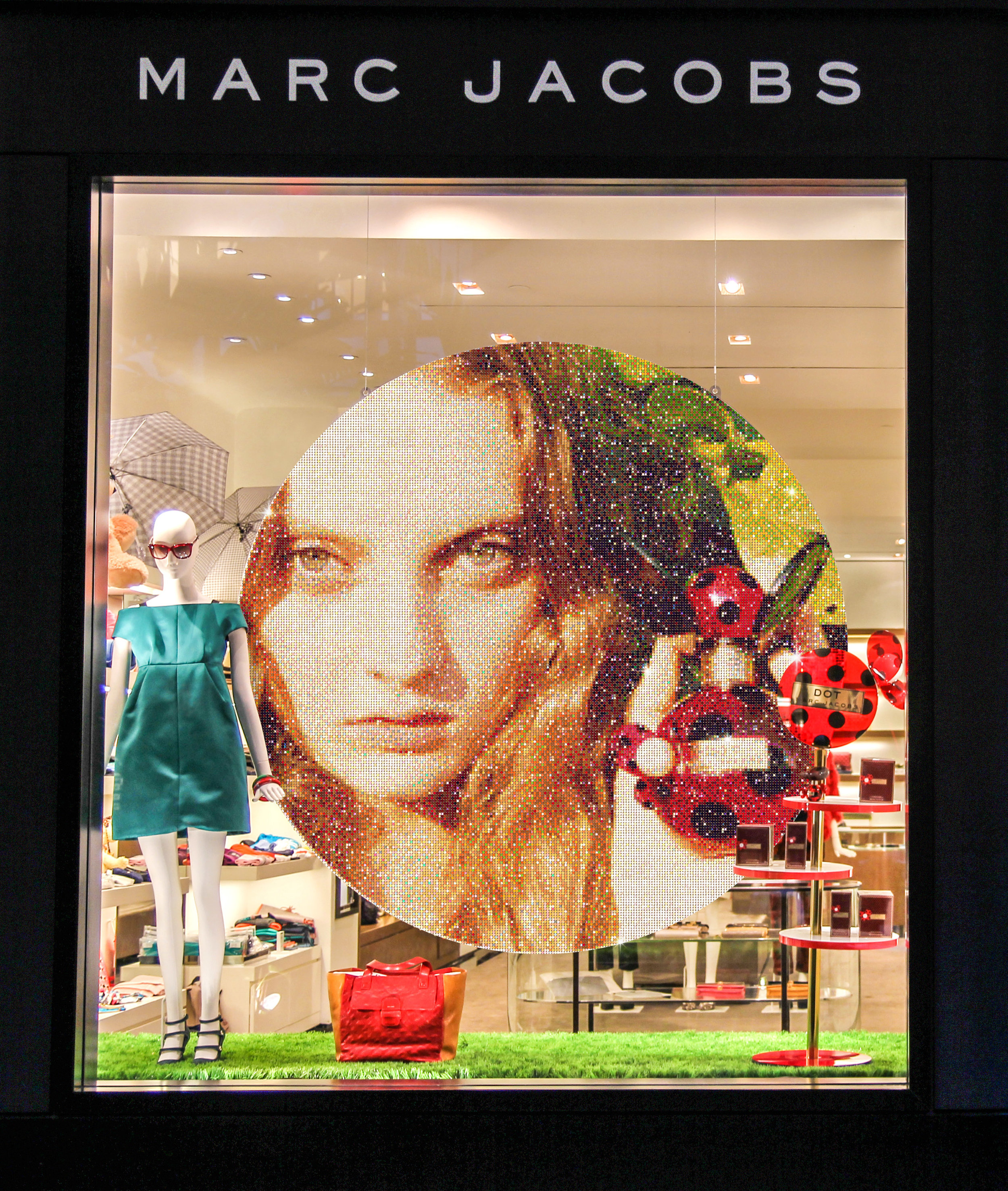 MARC JACOBS  Flagship window display
