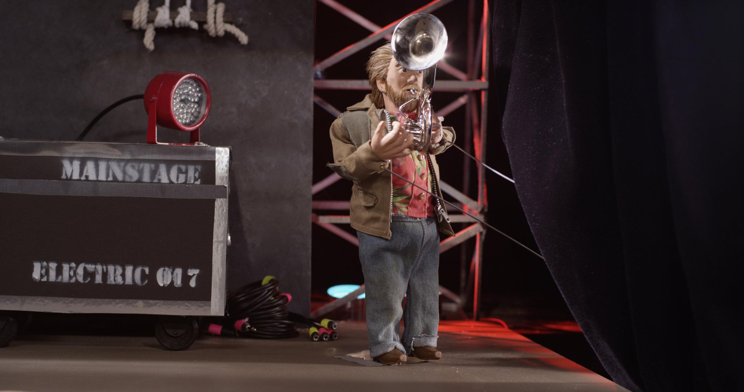 Backstage HOBO DAVE on horn.jpg