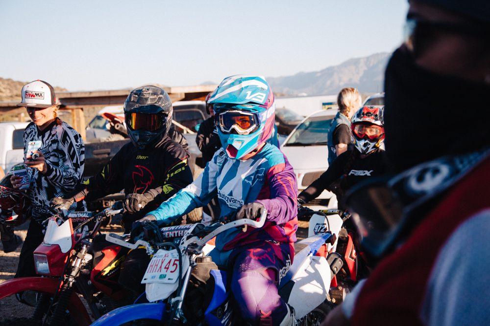women-motorcyle-dirtbike-camp-female-badass-motorbike-racing-california-oregon-04