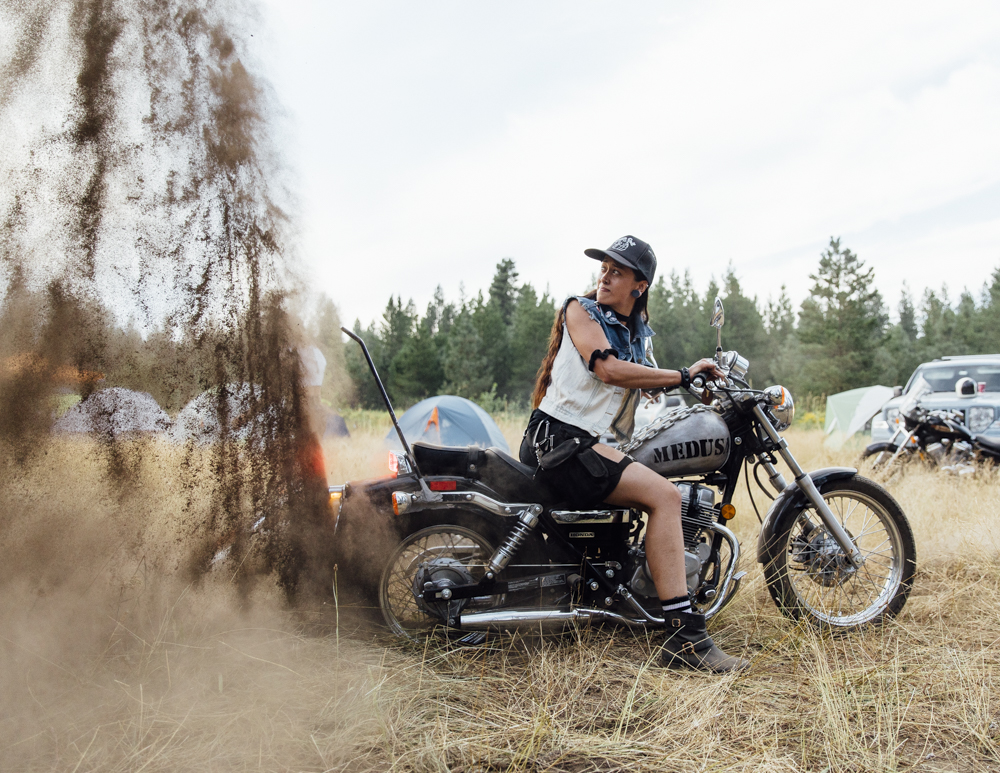 women-motorcyle-dirtbike-camp-female-badass-motorbike-racing-california-oregon-01