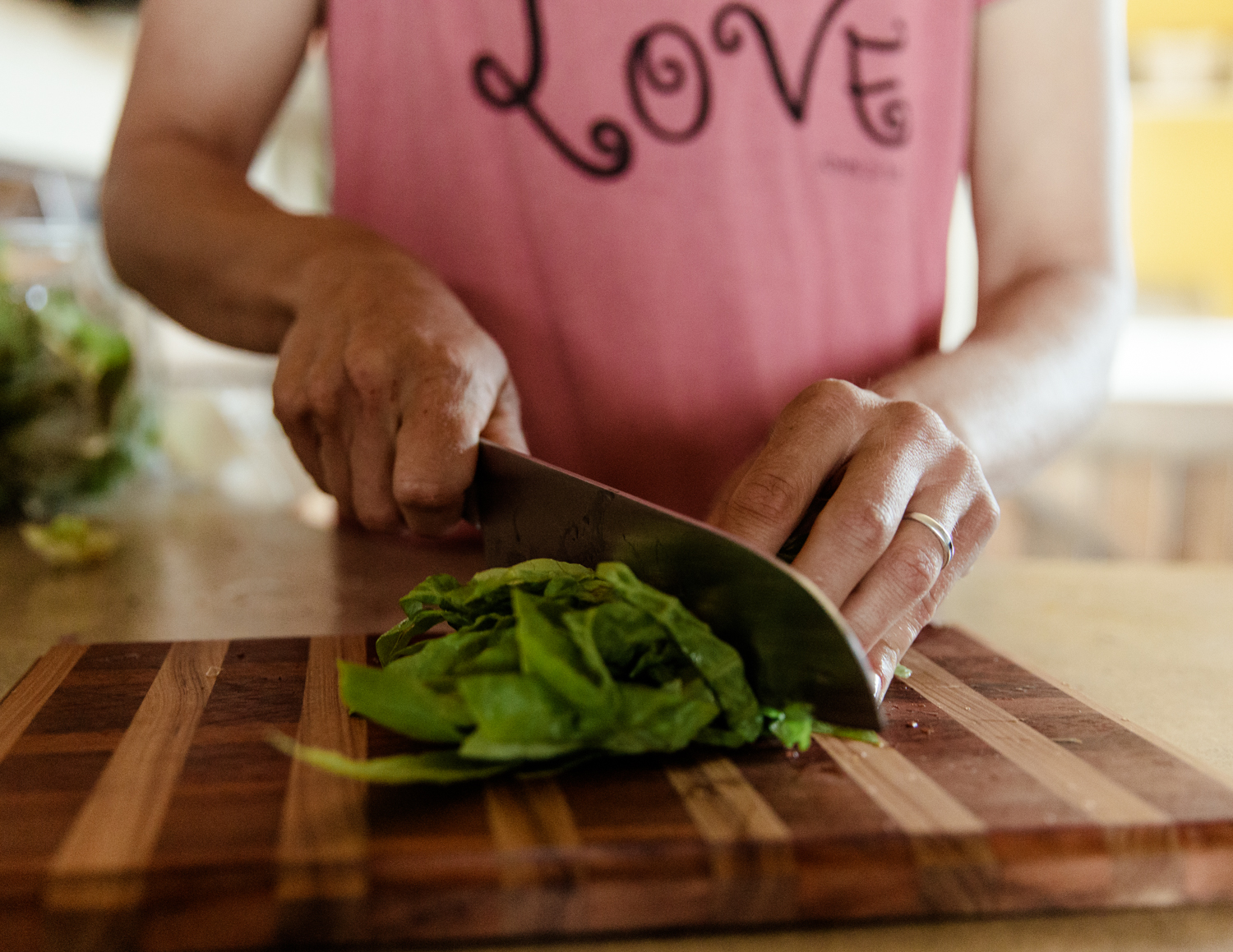 gylfphephoto_cristy_wellness_coach_kitchen_veg_013.jpg