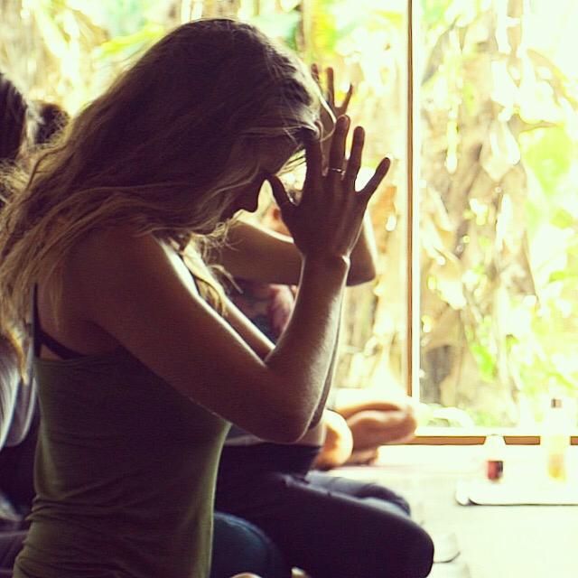 Hands-in-prayer_yoga.jpg