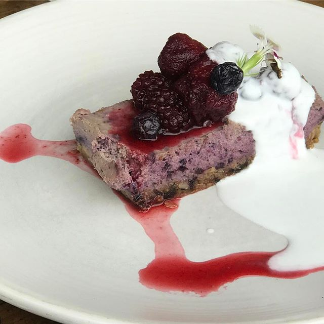 Raw Blueberry cheesecake 😍 this was so yummy!
