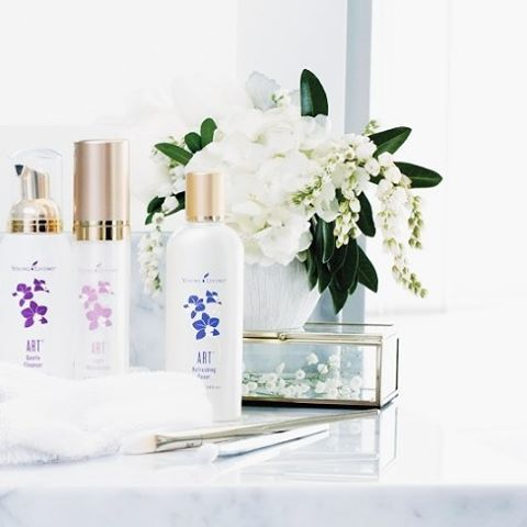 Great skin care starts with three fundamental steps: cleansing, toning, and moisturizing. Authentic beauty radiates from within, and these products were created to emphasize that beauty. It is like a hug for your skin !
