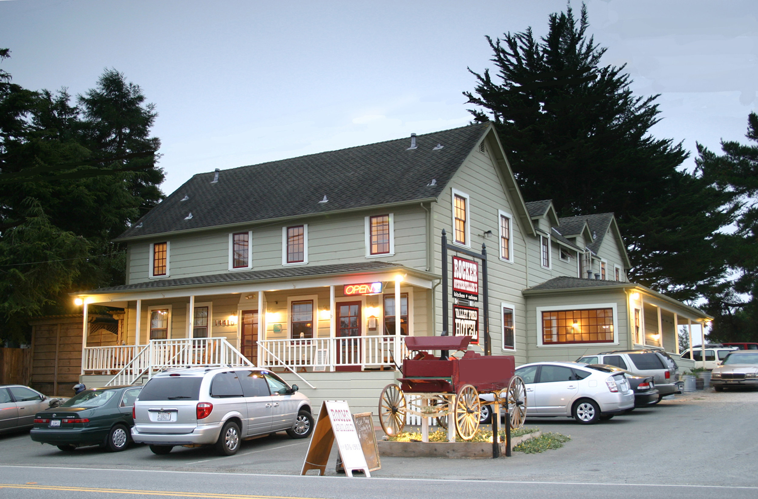 Valley Ford Hotel