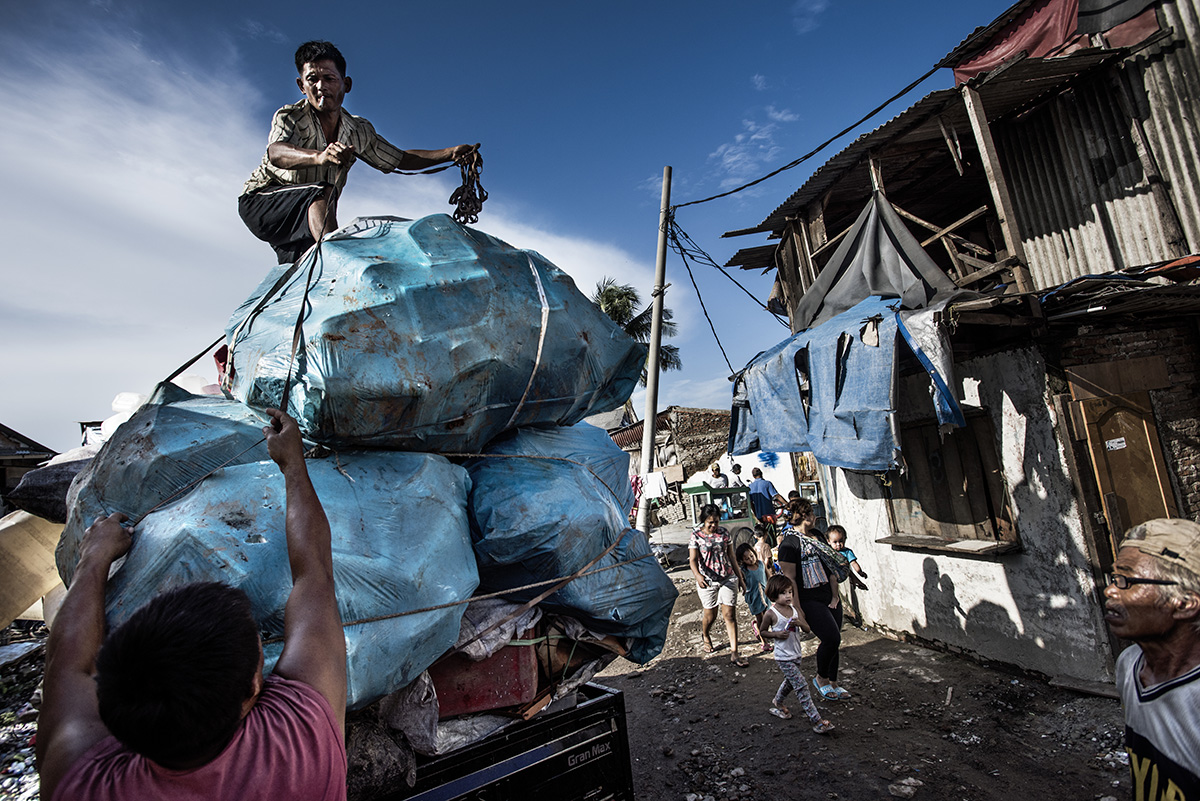 Indonesia, Jakarta, 26 February 2016A plastic collector at Pluit ships his plastic to a recycling plant. He's able to collect 1 ton/week.Kadir van Lohuizen / NOOR