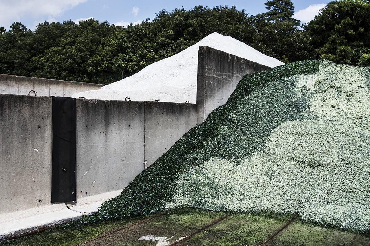 Japan, Ryugasaki, 24 August 2016Showaglass recycles glass bottles. 350 tons / day, 420.000 tons / year. 72% commercial and 28% household.Kadir van Lohuizen / NOOR