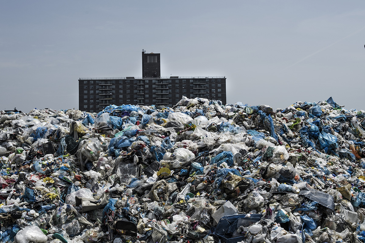 USA, New York, New York City, 27 May 2016Sims Bronx metal recycling exists since 2013 and receives metal, glass, plastic (245 tons per day) and paper and cardboard (175 tons per day). They also receive cars, refrigerators and washing machines.Kadir van Lohuizen / NOOR