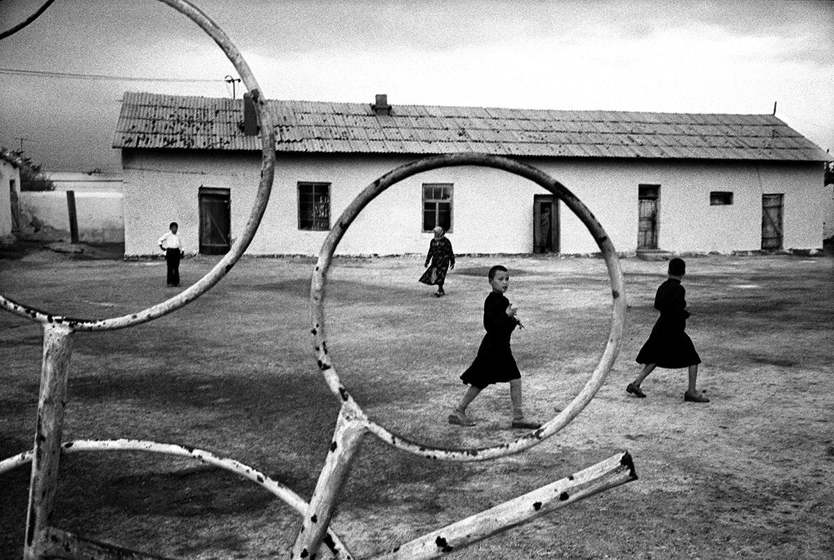 Uzbekistan, Khodjely City, 1997, Uzbek children plays in the court of the Republican Recover School.