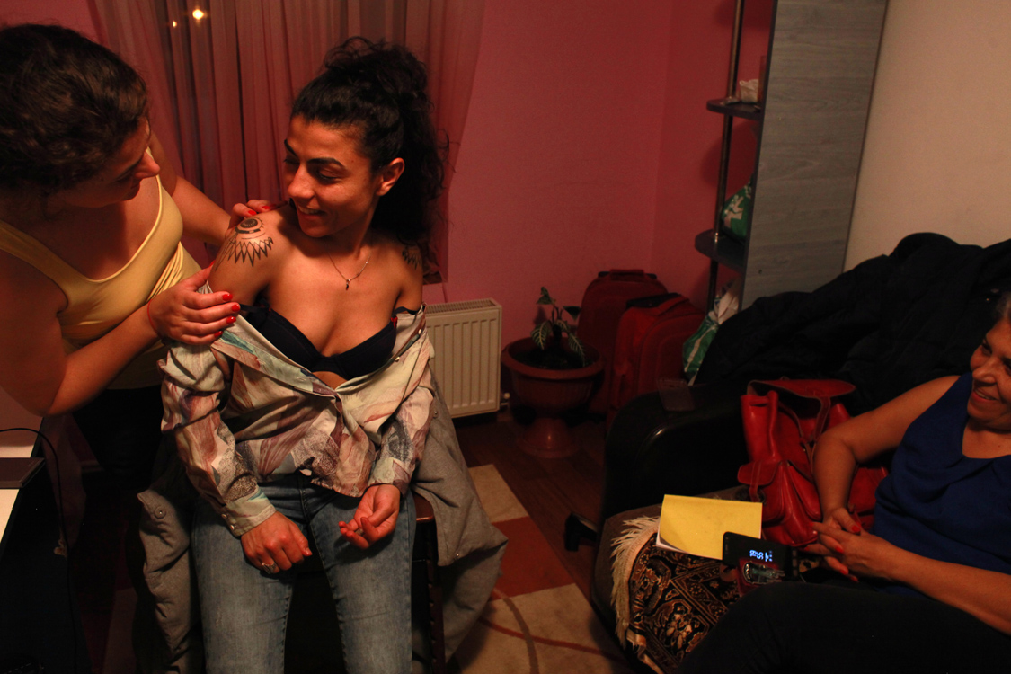Romanian-Roma actress Mihaela Drăgan shows her new tattoos to her mother and sister during a visit in her hometown Constanta, by the Black Sea, on December 5th 2017. On one showlder, she tattooed the feminism symbol and on the other one, the Roma flag.