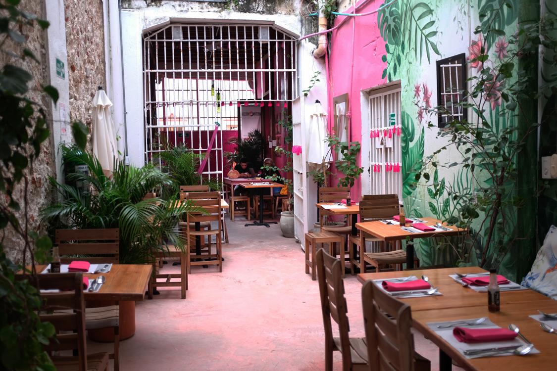 COLOMBIA - PRISON A LA CARTE