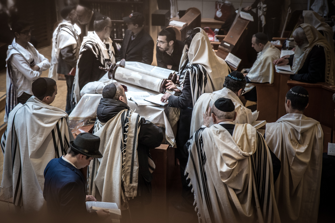 Men from the Loubavitch community go to the synagog up to several times a day. Women are separated from them during prayer and other important celebrations such as weddings or Bar Mitzvahs.