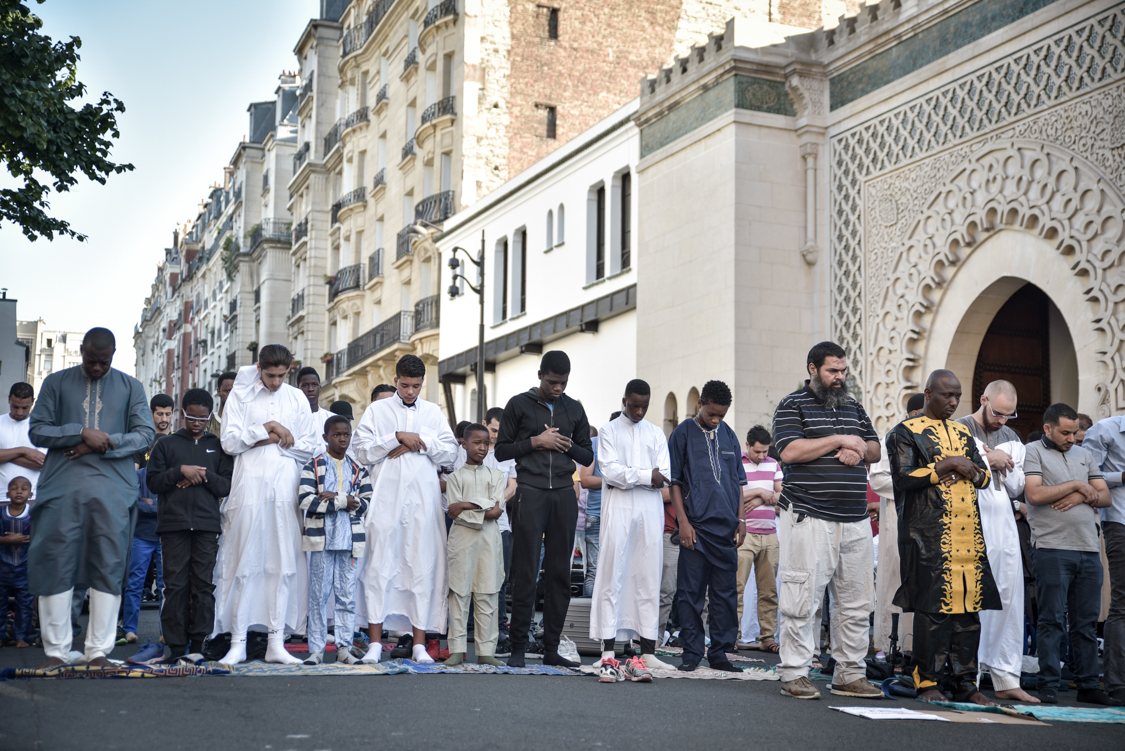 Hundreds of men are forced to pray on the street on Eid el Kebir's day because of the lack of space in the mosque. In Paris, there are less than 25 mosques for the entire muslim community.