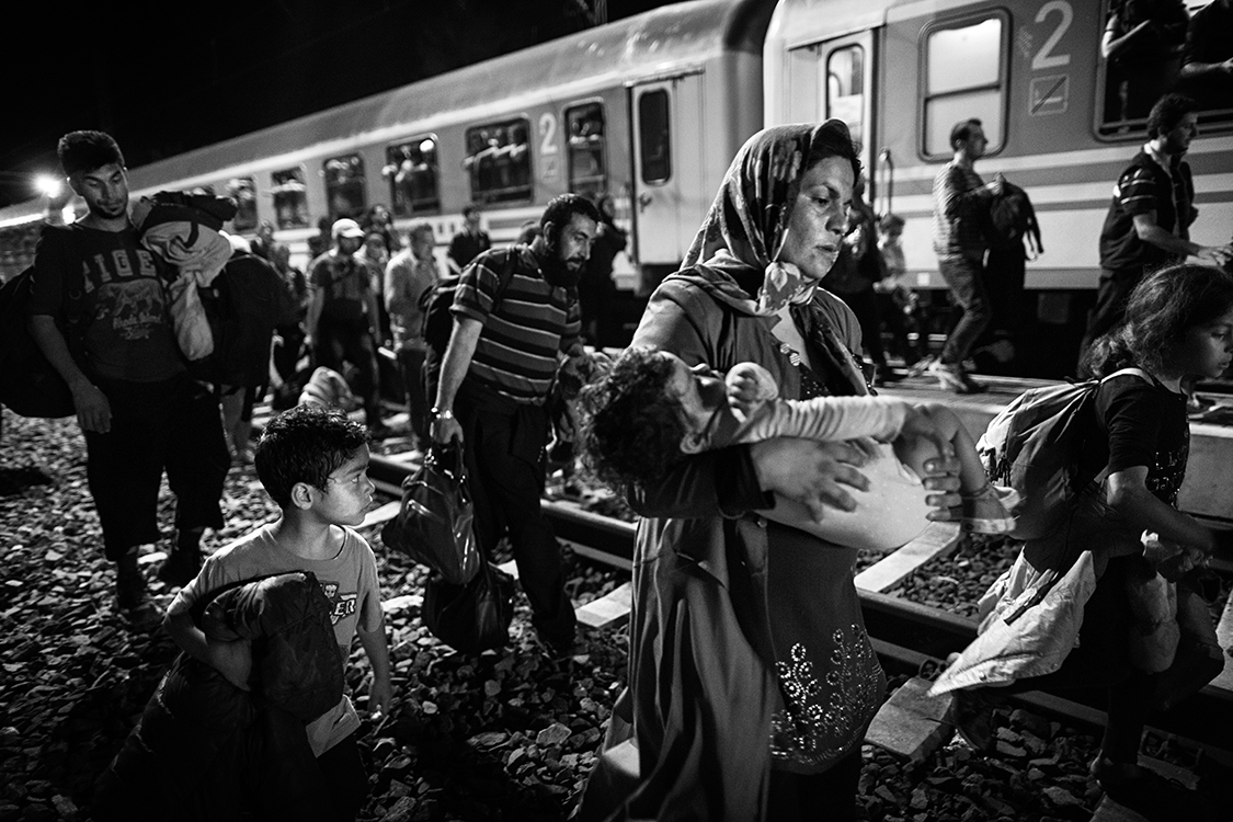The fence erected on September 2015 on the border between Serbia and Hungary  had the effect of deriving the flow of migrants. They must now pass further west through Croatia. In a few days, thousand of them have gone through the Tovarnik train station.