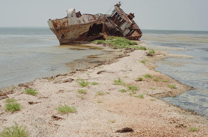 1 Ongarbayev_the former sea1.JPG