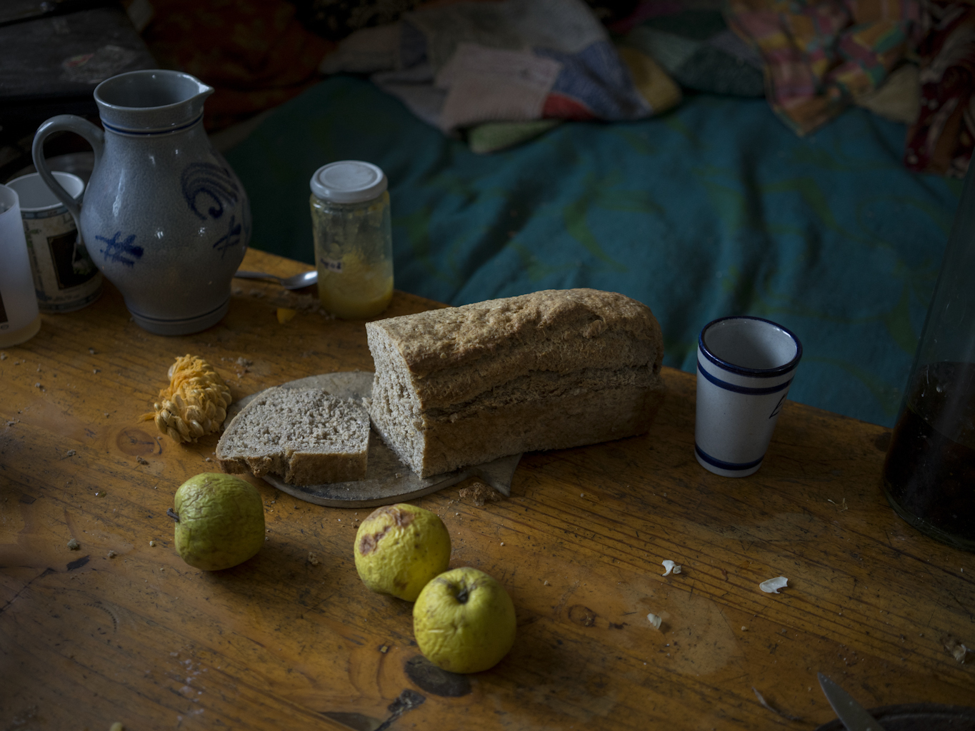 Kadi bakes bread every two days. Now, towards the end of the winter, fresh bread is one of the culinary highlights, because the food stored in autumn (especially the fresh), are slowly coming to an end. A handful of pumpkins and afew shriveled apples are still left.