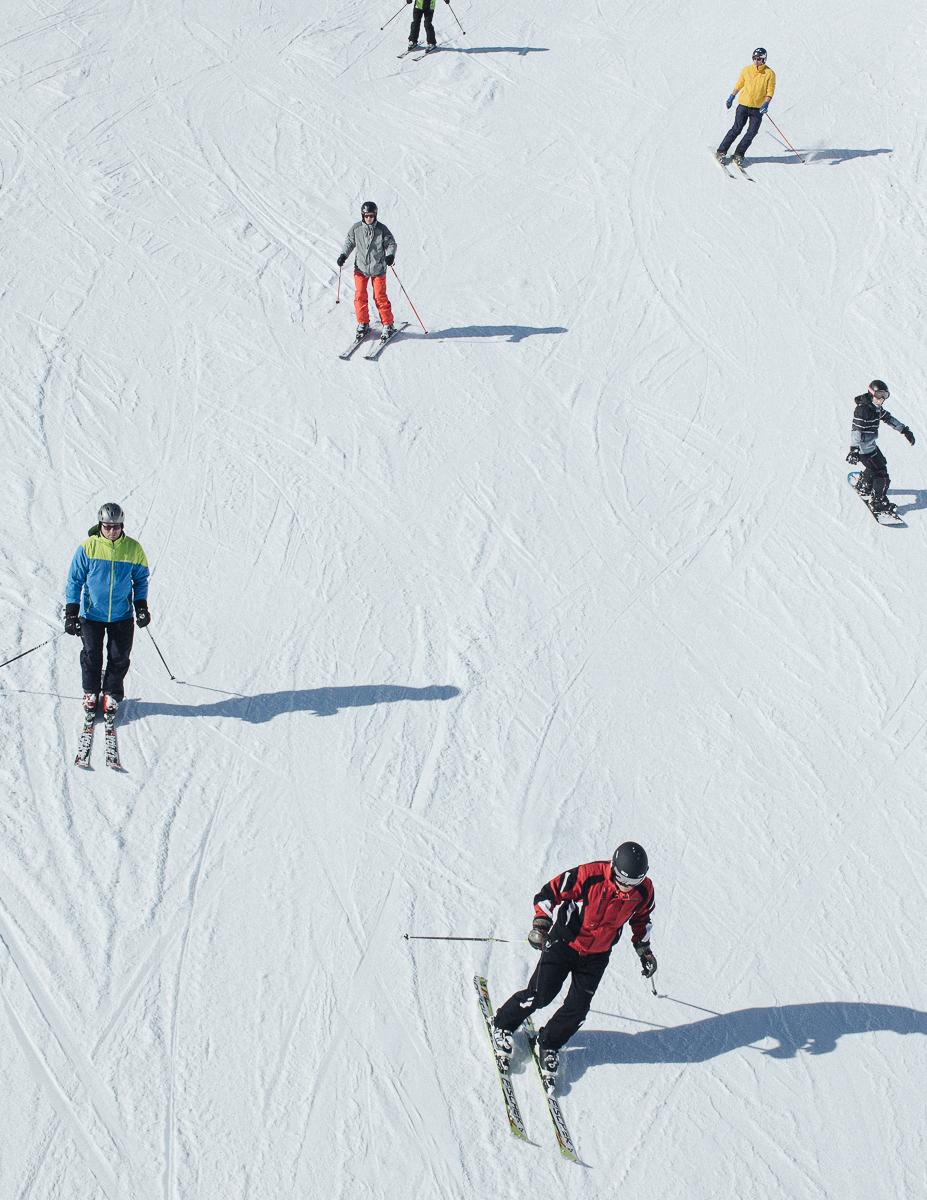 Skiers in Soelden, Austria. 02/18.© Elias Holzknecht