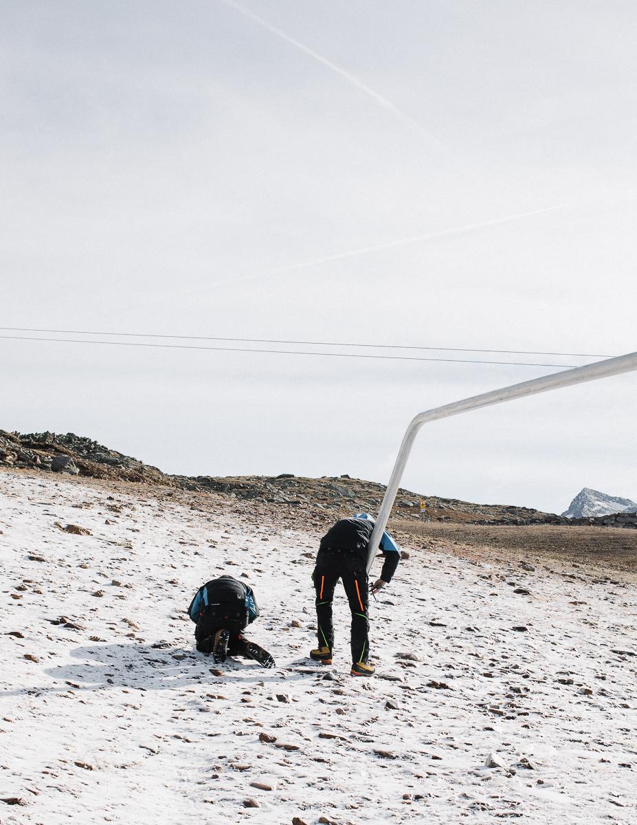 Reparing a snowgun. Obergurgl, Ausria. 10/2018.© Elias Holzknecht