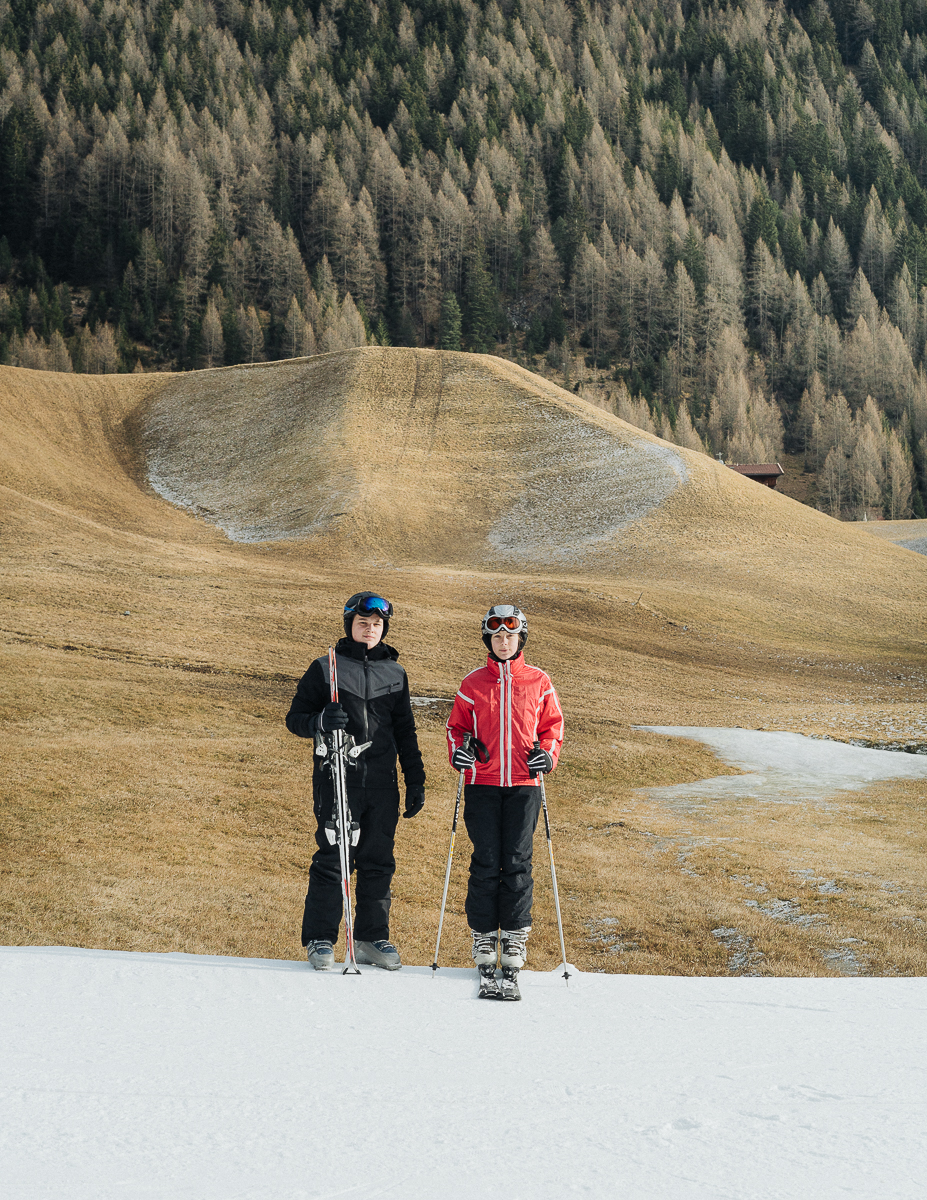 Two young german tourists skiing in Oetztal, Austria. 01/2017.© Elias Holzknecht