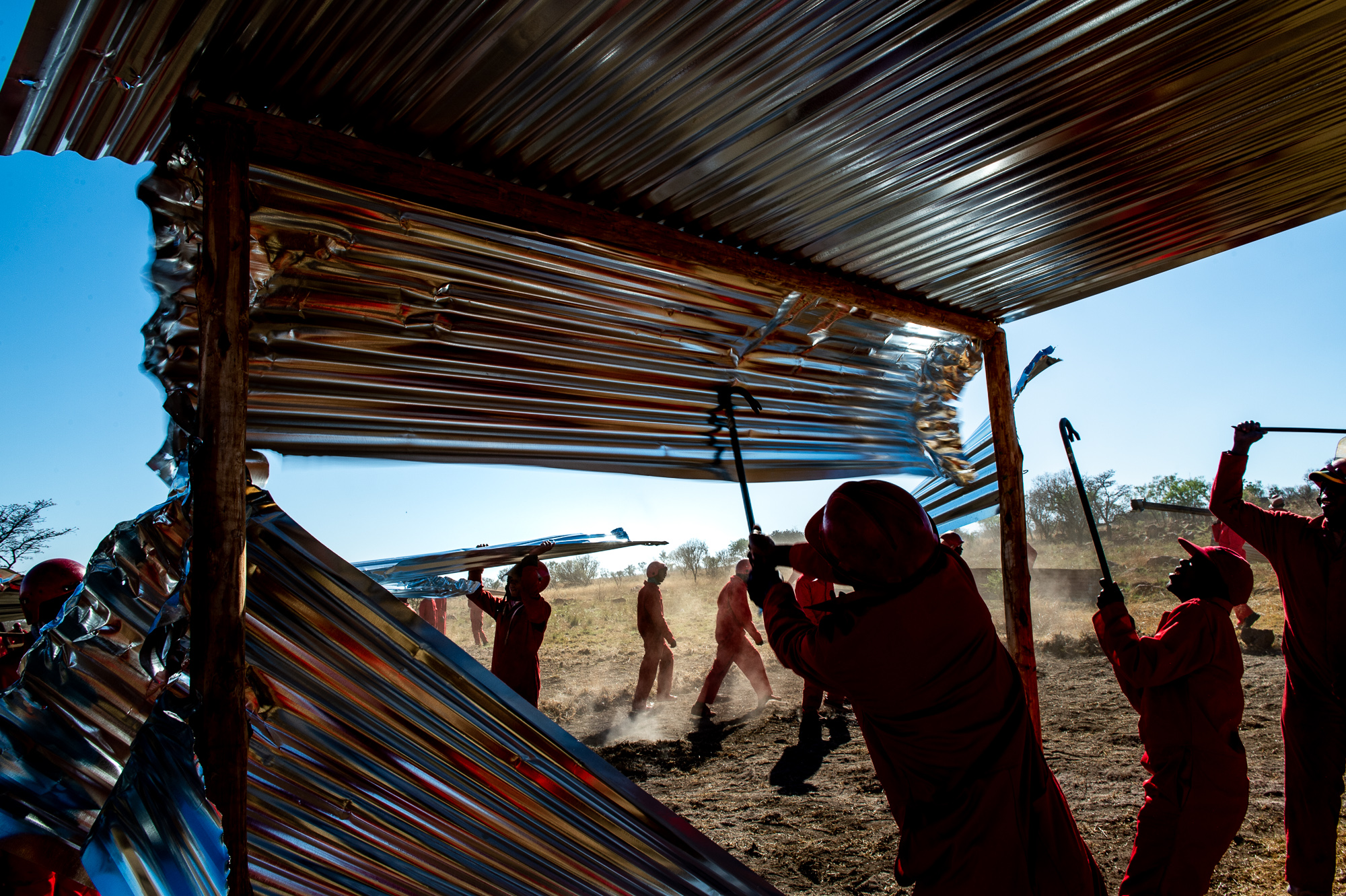 South Africa, Soshanguve, 11.09.2018 // Red Ants storm into and clear an illegal settlement on a landgrab scene. Landgrabs are occurring more often lately. In this instant, like in many others, the police refused to clear the settlement, so the Red Ants eviction-service was called in.  // Lucas Bäuml