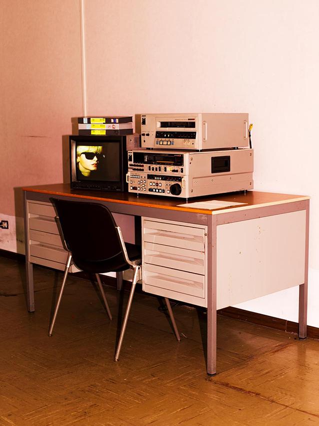 Investigating the case of Dori Ghezzi in the headquarters of Italian news broadcaster RAI.