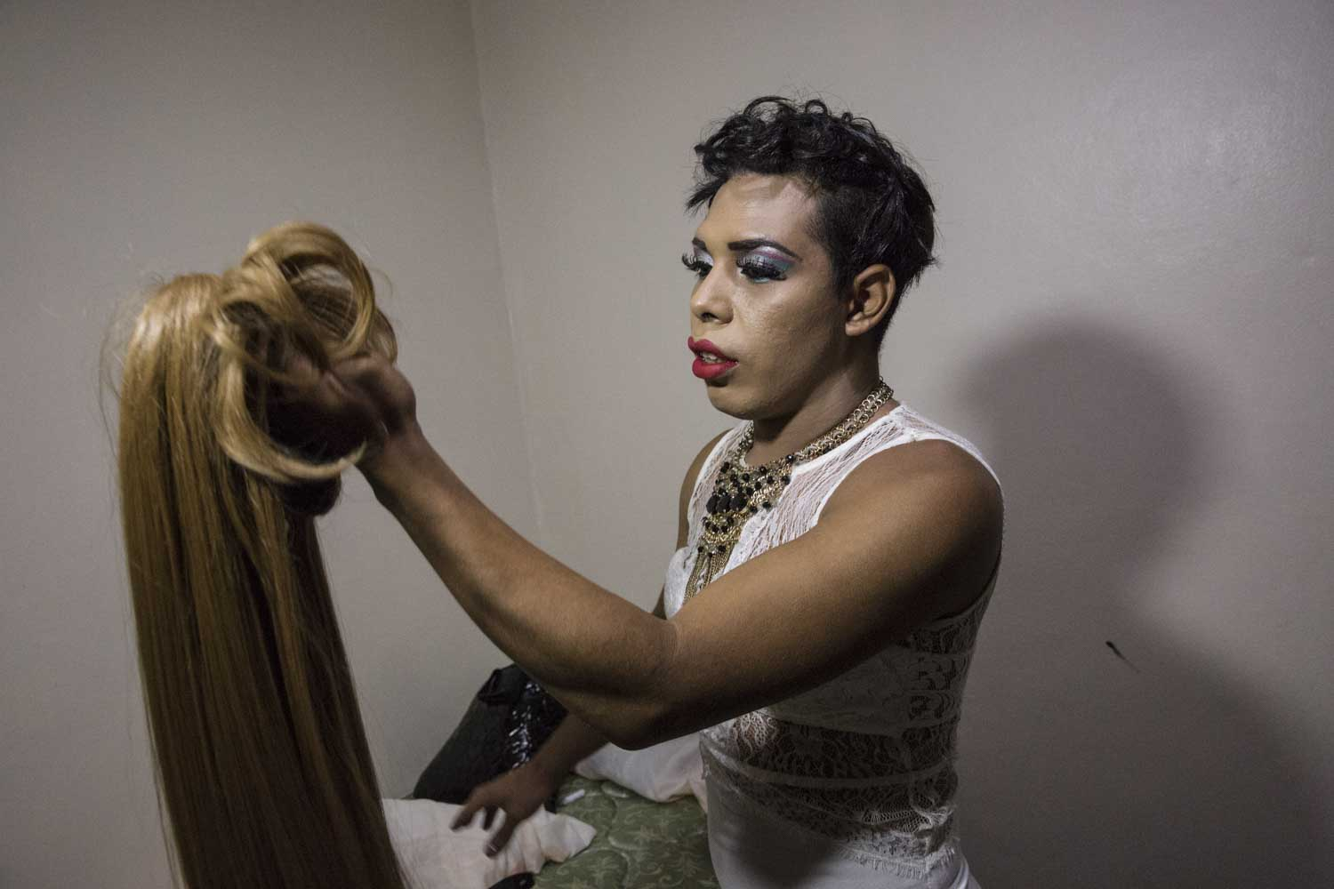 Darwin prepares  before a beauty contest for LGBT people.