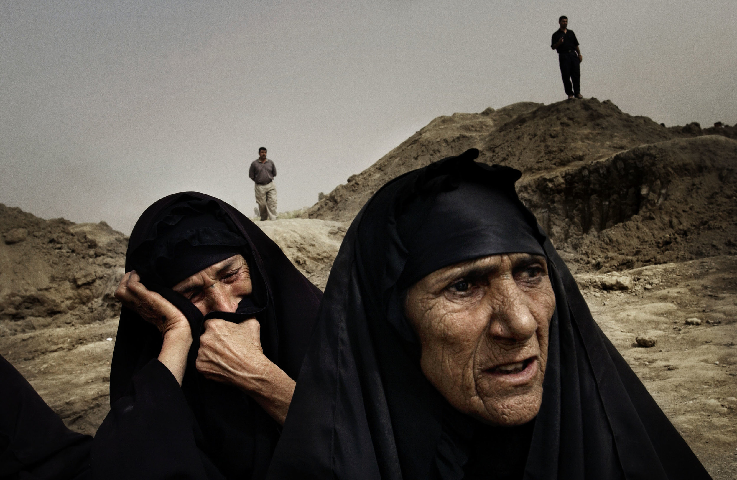 Iraq, Al-Mahawil, May 2003, Thousands of bodies exhumed at mass gravesites.